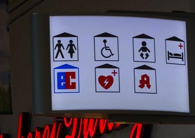 Hinweisschild in der Mall